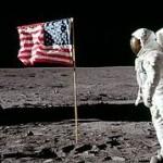 Neil Armstrong Mendarat di Bulan, Masa sih? 36