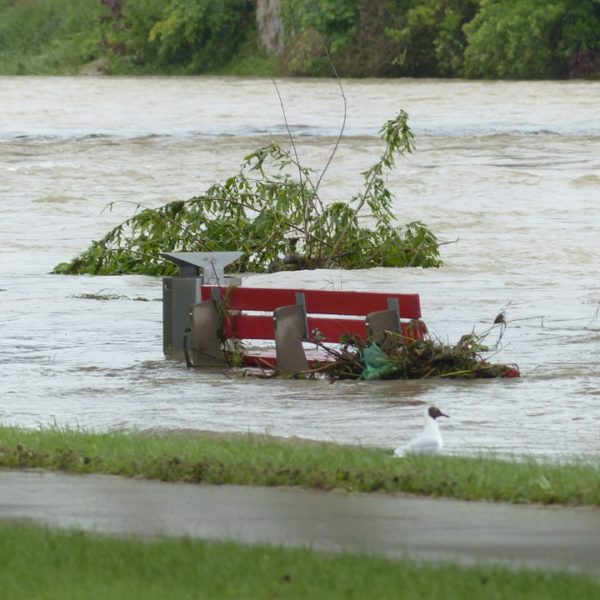 alasan banjir terjadi