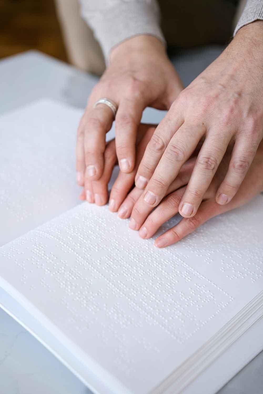 Memahami dan Mengenal Titik sebagai Tanda dan Kode dalam Braille