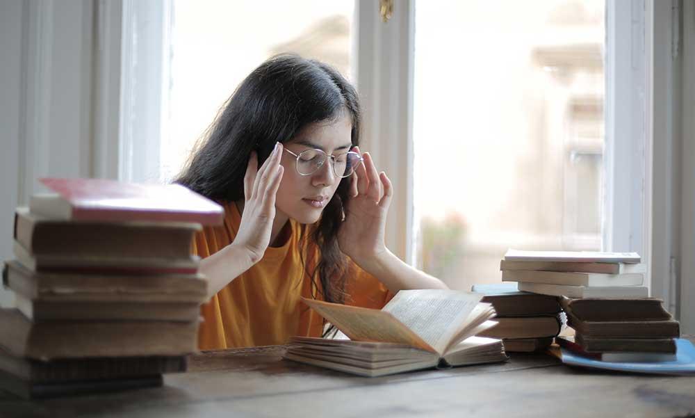 Membuat Mata terlihat dan terbiasa dengan Jalan Membaca