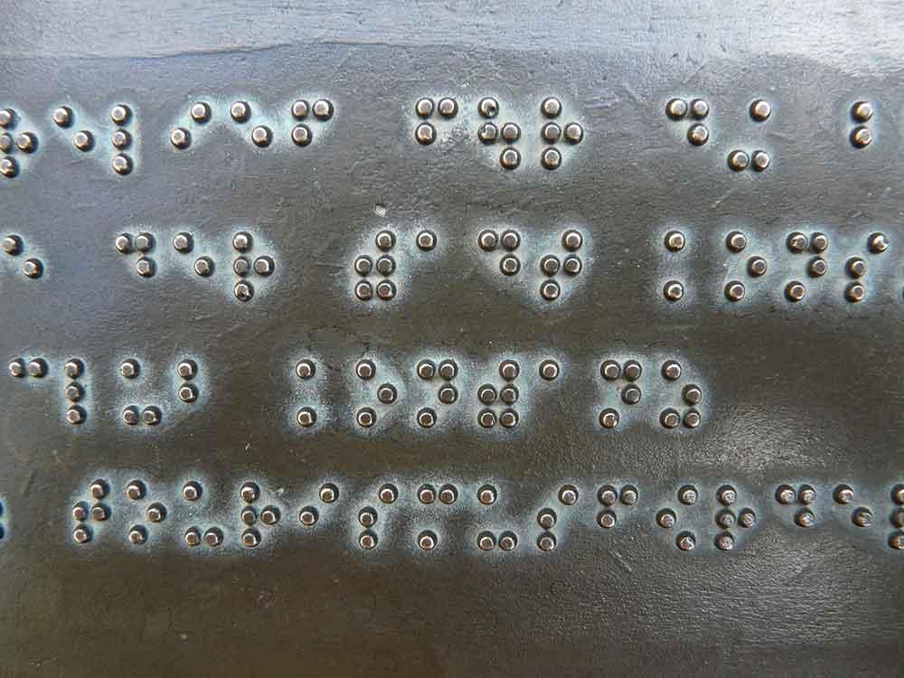 Mengenal Simbol Tanda Baca pada Buku Braille