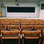 Mengobrol dan Berbagi Kontak dengan Guru, Orang Tua Murid Lain dan Juga Penjaga