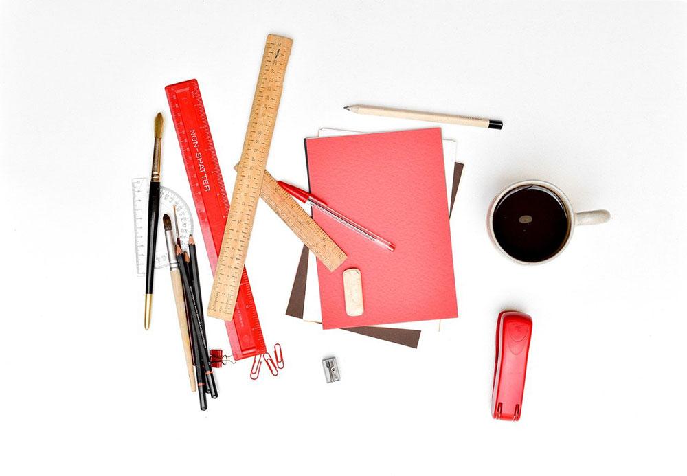 Menyiapkan Peralatan Tulis Lengkap untuk Anak